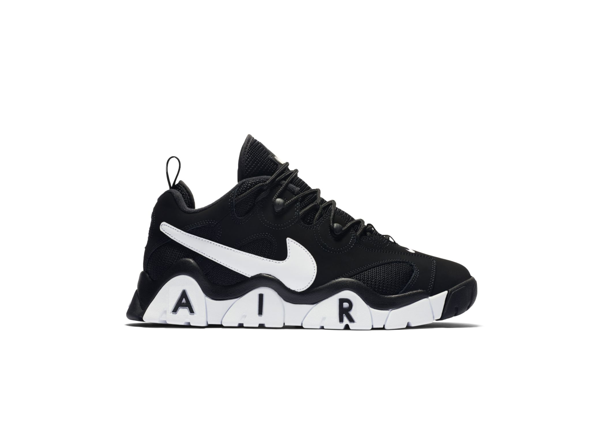 Nike Air Barrage Low Shoe.