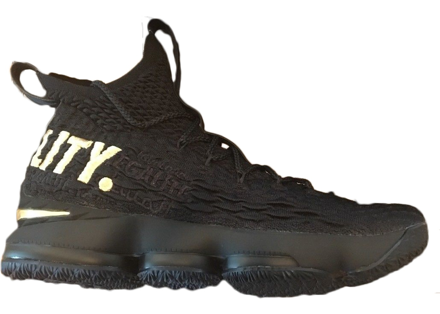 756a755ca41 Nike LeBron 15