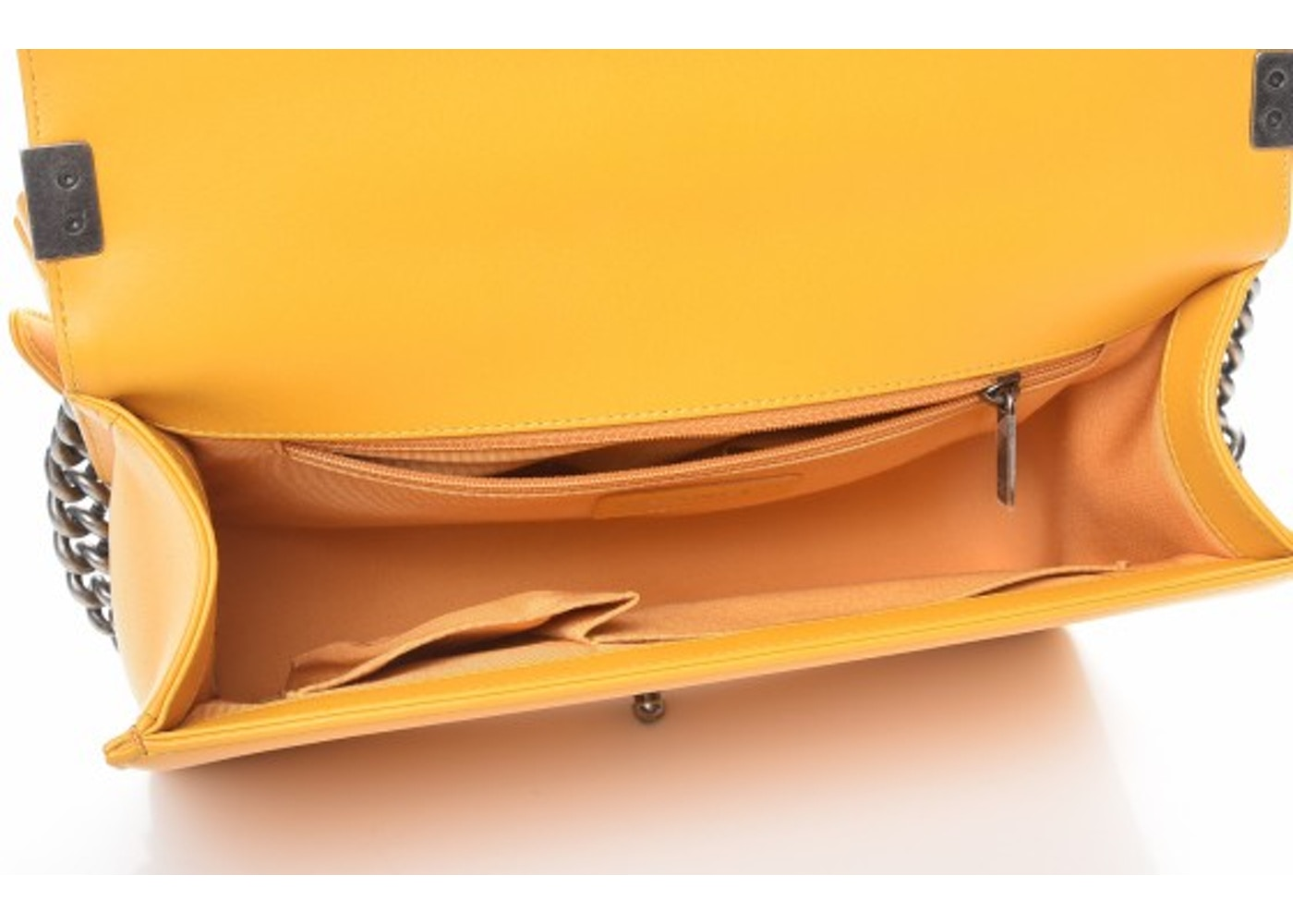 3feeef12dc8dc8 Chanel Boy Flap Quilted Diamond New Medium Yellow
