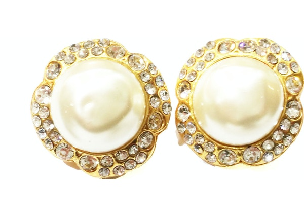 06e683c466c Chanel Vintage Faux Pearl Clip On Earrings Gold Plated Gold Pearl